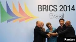 Nguyên thủ của Nga, Ấn Độ, Brazil, Trung Quốc và Nam Phi dự hội nghị thượng đỉnh BRICS ở Fortaleza, Brazil, 15/7/14