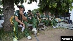 پاکستان ویمن کرکٹ ٹیم گزشتہ سال سری لنکا میں کھیلے جانے والے ایک وارم-اپ میچ کے دوران (فائل)