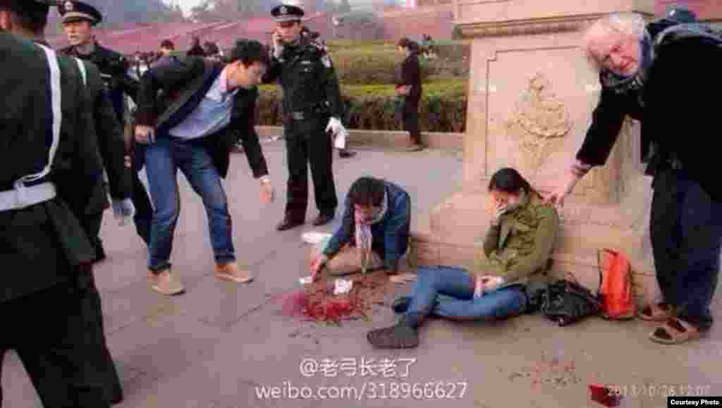 Wounded people are seen after a car accident at Tiananmen Square in Beijing, Oct. 28, 2013. (Image taken from weibo)