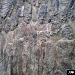 纽约大都会博物馆珍藏的龙门石窟宾阳关洞浮雕