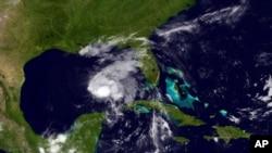 Hình ảnh vệ tinh cho thấy cơn bão nhiệt đới Karen cuối đêm thư năm ngày 3/10/2103.