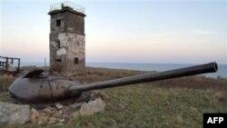 Старая танковая башня на острове Кунашир