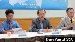 台湾学者在座谈会上谈中梵关系发展(美国之音张永泰拍摄)