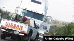 Une attaque sur la route par la Renamo, au Mozambique, le 25 septembre 2015.