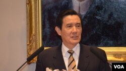 台湾总统马英九谈学生占领立法院危机(美国之音申华拍摄)