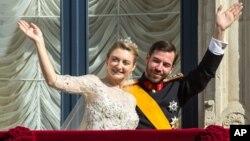 Pewaris tahta Luksemburg, Pangeran Guillaume (kanan) menikahi Countess Stephanie de Lannoy dari Belgia hari Sabtu (20/11) dalam upacara meriah.