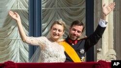 Đông cung thái tử Guillaume của Luxembourg đã thành hôn với nữ bá tước Stephanie de Lannoy của Bỉ.