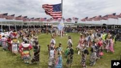 2014年6月13日,奧巴馬總統和第一夫人米歇爾與超過20個印第安保留地的印第安舞者進行表演