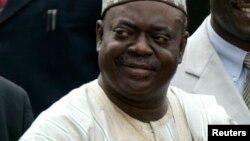 Dr. Babangida Aliyu gwamnan jihar Neja da ya fara biyan 'yanbanga a Najeriya