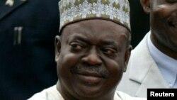 Dr. Babangida Aliyu tsohon gwamnan jihar Neja da ake zargin gwamnatinsa ta ciwo bashi amma ta raba ma kansu kudin
