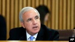 Alcalde del condado de Miami-Dade, Carlos Giménez, ordenó detención de algunos indocumentados.