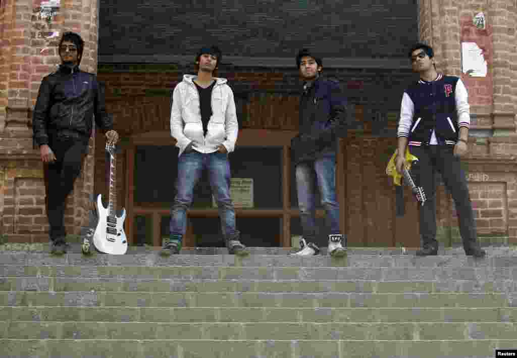 موسیقی کا گروپ سائن اپنی مدھر آواز اور دھنوں سے کشمیر کے نوجوانوں میں محبت اور امن کا پیغام پھیلانے کی کوشش میں مصروف ہے۔