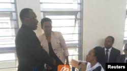 Halima Mdee (Kulia) hivi karibuni alipofikishwa mahakamani. Pamoja naye ni Mwenyekiti wa Chadema Freeman Mbowe (Kushoto)