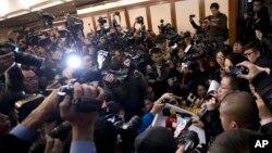 馬航的發言人在北京召開記者會講述有關失蹤航機的事宜﹐大批在場傳媒採訪