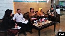 Dialog media RUU Penghapusan Kekerasan Seksual di Kementerian Pemberdayaan Perempuan dan Perlindungan Anak, Jumat ( 22/2). (VOA/Fathiyah)