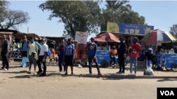 Some informal traders have started flooding the streets of Harare, May 16, 2020, to sell their wares during the coronavirus lockdown in Zimbabwe. They say they've had no source of income since the start of the lockdown in March. (Columbus Mavhunga/VOA)