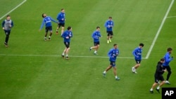 FILE-US national player Weston McKennie, second from left, exercises with his Bundesliga team of soccer club FC Schalke 04 during a training session in Gelsenkirchen, Germany, April 29, 2020.