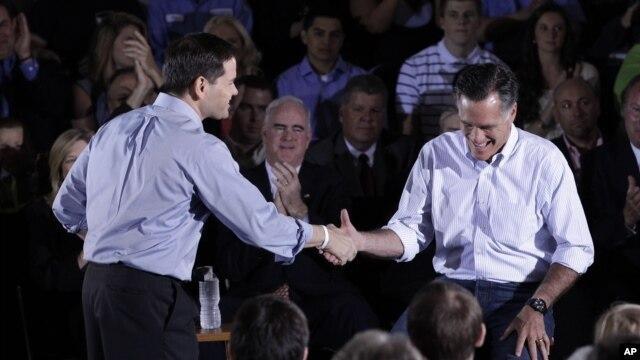 Rubio y Romney en Pennsylvania, donde el candidato republicano evitó pronunciarse sobre la propuesta del senador por Florida.