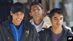 (دائیں سے) قومی ٹیسٹ کرکٹ ٹیم کے کپتان سلمان بٹ، اور فاسٹ بائولرز محمد آصف اور محمد عامر