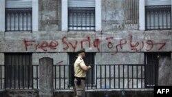 """Suriye'nin Berlin Büyükelçiliği'nin duvarına """"Özgür Suriye"""" yazılmış"""
