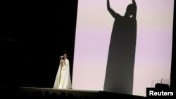 "Katy Perry menyanyikan ""By The Grace of God"" di Grammy Awards ke -57 di Los Angeles, California, 8 Februari 2015."