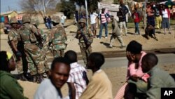 Polícia protege imigrantes na África do Sul