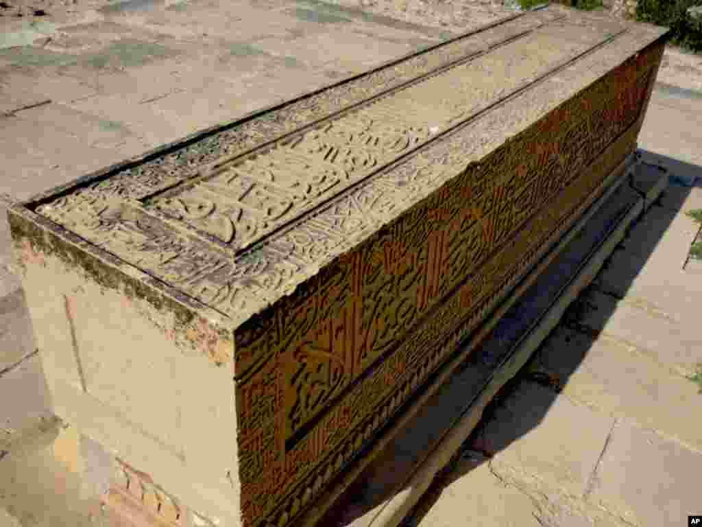 مکلی : تاریخی قبرستان کی تباہی