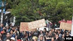 Pese a que policía y militares han intensificado sus operativos con el fin de prevenir hechos violentos durante las protestas, sus organizadores insisten en que la jornada del jueves, será pacífica. Foto Manuel Arias.