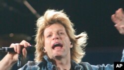 "Bon Džovi na koncertu ""Zootopia"" na stadionu Jenkiza 2002."