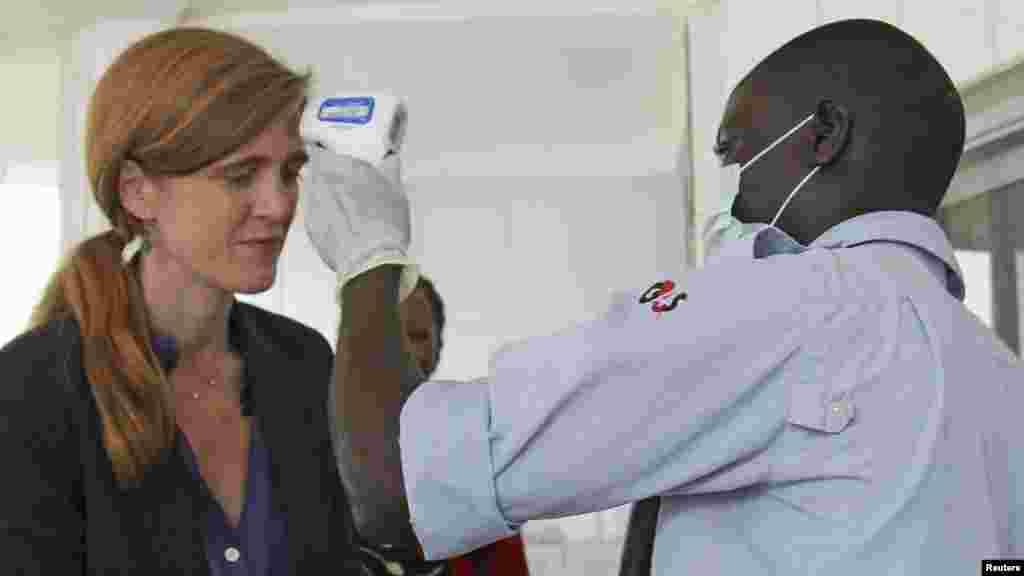 Jakadiyar Amurka a MDD Samantha Power a Conakry, Guinea, Oktoba 26, 2014.