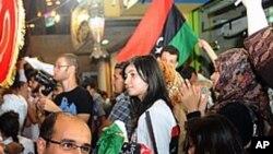 가다피 사망소식을 듣고 기뻐하는 리비아인들