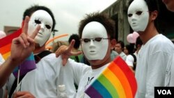 Thanh niên Đài Loan xuống đường ở thành phố Đài Bắc của Đài Loan để tỏ sự ủng hộ quyền của người đồng tính, 30/9/2006