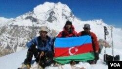 Azərbaycan alpinistləri Pamirdə