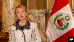 Američka državna sekretarka Hilari Klinton govori na jednom sastanku, juče u Limi, glavnom gradu Perua