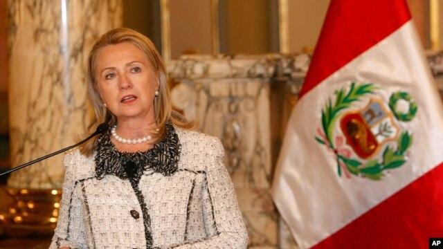 La secretaria de Estado Hillary Clinton dio declaraciones sobre el ataque en Libia después de reunirse con el presidente del Perú, Ollanta Humala.
