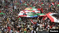 People with Egyptian, Palestinian and Arab flags gather during a demonstration at Tahrir Square in Cairo, May 13, 2011.