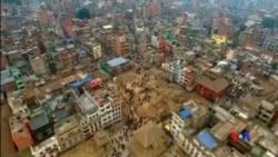 2015-04-28 美國之音視頻新聞:國際救援湧入尼泊爾 餘震恐再發生