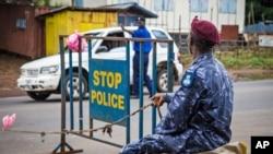 塞拉利昂警方設置路障實施戒嚴