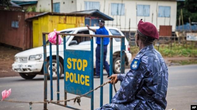 Vụ đối đầu xảy ra ngày thứ Bảy, ngày đầu tiên chính phủ ban hành lệnh cấm ra khỏi nhà để ngăn chận virút lây lan.
