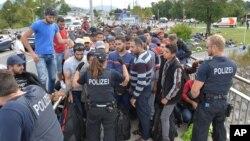 تخمین زده می شود که شمار پناهجویان تازه در اروپا تا پایان سال ۲۰۱۵ به حدود یک میلیون ۵۰۰ نفر برسد.