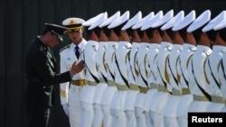 为庆祝中华人民共和国成立70周年,中国军队在10月1日的阅兵式前参加了游行演习。