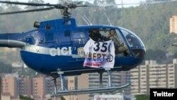 El temerario sobrevuelo del helicóptero ocurrió en momentos que Maduro hablaba en vivo en la televisión estatal a periodistas progubernamentales. Foto @oropezajenny