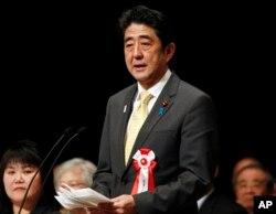 아베 신조 일본 총리가 두번째 임기 개시 직후인 지난 2013년 2월 '북방영토의 날'을 맞아 도쿄에서 열린 북방영토반환요구 전국대회에서 연설하고 있다.