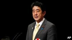 PM Jepang Shinzo Abe berpidato dalam demonstrasi nasional, Kamis (7/2) di mana Jepang menuntut kembali empat pulau di Pasifik barat laut yang di Rusia dikenal sebagai Kepulauan Kuril.