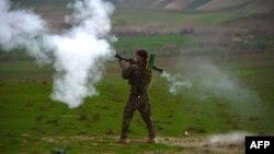سرباز افغان در بادغیس (عکس از آرشیف)