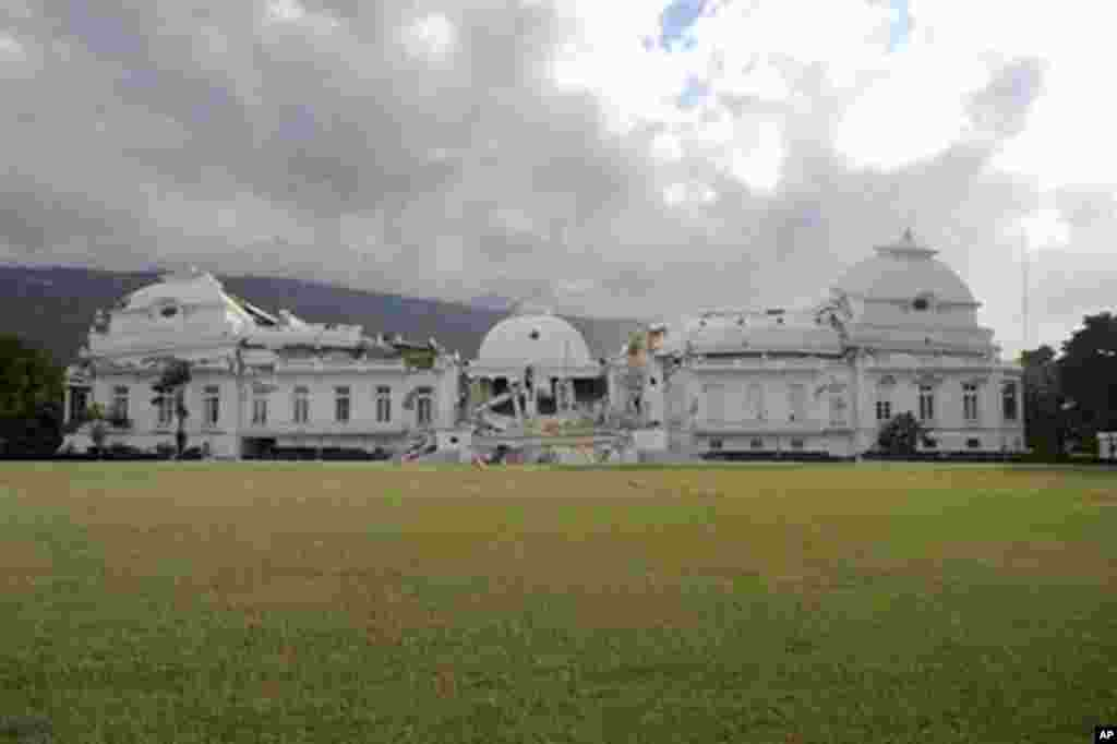 A general view of the Presidential Palace, which was severely damaged by a massive earthquake that rocked Haiti, in Port-au-Prince, 12 Jan 2010 – AFP