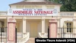Siège de l'Assemblée nationale à Cotonou, au Bénin, le 18 octobre 2018. (VOA/Ginette Fleure Adandé)