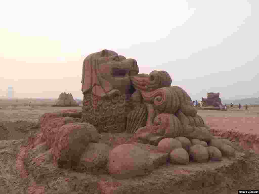 Lao New Year Sand Monument4