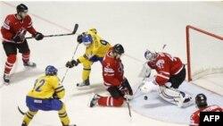 Чемпионат мира по хоккею, на площадке канадцы и шведы