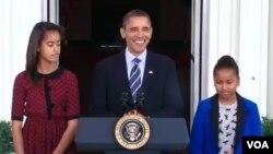 El mandatario fue acompañado de su esposa, hijas, suegra y el sobrino de Michelle.